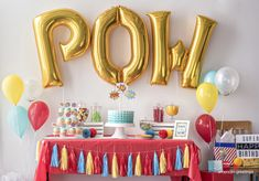 Our party planning experts share their tips on throwing the best superhero themed birthday party! Hulk Birthday Parties, Superman Birthday, Fairy Birthday Party, Birthday Party Tables, Baby Boy Birthday, Birthday Balloons, Avengers Birthday, 5th Birthday, Superhero Party Decorations