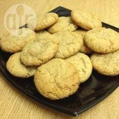 These soft cookies are easy to make and incredibly moreish. They are flavoured with banana, peanut butter and chocolate chips. For the best flavour, use the ripest bananas you have lying around. Peanut Cookie Recipe, Banana Cookie Recipe, Peanut Butter Banana Cookies, Almond Meal Cookies, Vegan Peanut Butter, Oatmeal Cookie Recipes, Peanut Butter Recipes, Peanut Cookies, Banana Recipes