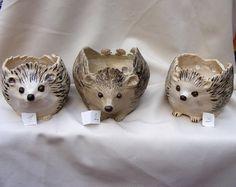 Gemacht, um Steingut Hedgehog Yarn Bowl großer Auftrag durch OrnaArtHeart