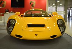 Kreisel pays tribute to the Porsche 910. The company announces its first commercially available electric vehicle.