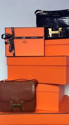 Hermes Walk In Wardrobe Design, Beauty Room Decor, Dressing Room Closet, Shop Till You Drop, Luxe Life, Hermes Handbags, Orange Crush, Closet Designs, Vintage Bags