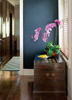 We love the look of Benjamin Moore's flat Van Deusen Blue HC-156 paired with dark hardwood floors in this bedroom!