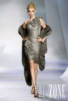 "Zuhair Murad - Couture - ""Winter rhapsody"", F/W 2009-2010 - http://www.flip-zone.net/fashion/couture-1/fashion-houses/zuhair-murad-1017"