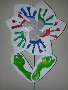 Bloem van handen en voeten gemaakt. Voor de juf, dag van de docent 5 oktober