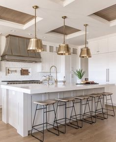 Obsessing over this coffered ceiling kitchen! Obsessing over this coffered ceiling kitchen! Home Interior, Kitchen Interior, New Kitchen, Kitchen Decor, First Kitchen, Interior Design, Kitchen Ideas, Long Kitchen, Kitchen Recipes