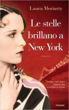 Le stelle brillano a New York - Laura Moriarty - Libri, È impossibile non essere stregati dalla bellissima ragazza che sta salendo sul treno per New York. Sarà anche per quello sguardo, così sfrontato in una quindicenne. O per il suo cortissimo caschetto di capelli neri, così moderno per il 1922 e quella piccola città del Kansas. È irrequieta, si vede. Ha fretta di partire, respirare l'energia della lontana metropoli pulsante di vita, entrare nella compagnia di danza più prestigiosa del…