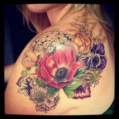 Flower's bouquet tattoo on back - Tattoo Mania Girly Tattoos, Love Tattoos, Beautiful Tattoos, Body Art Tattoos, New Tattoos, Tattoos For Women, Floral Tattoos, Tatoos, Wing Tattoos