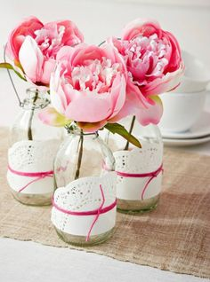 Beautiful floral decoration with peonies and homemade vases. Beautiful floral decoration with peonies and homemade vases. Also a romantic decoration for a wedding. Doily Wedding, Vintage Wedding Flowers, Wedding Table, Wedding Ideas, Reception Table, Wedding Reception, Pink Peonies, Pink Flowers, Pink Roses