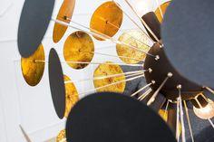 INFINTIY fekete és arany állólámpa 170cm  #lakberendezes #otthon #otthondekor #szőnyeg #homedecor #furnishings #design #ideas #furnishingideas #housedesign #livingroomideas #livingroomdecorations #decor #decoration #decorationhomedecor #lamp #lampdesign #lampdecoration Futuristisches Design, Collection, Home Decor, Ideas, Products, Environment, Black Gold, Floor Lamps, Contemporary Design