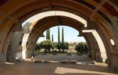 Prototype de ville utopique prônant, avant l'heure, le respect de l'environnement, Arcosanti a été construite en plein désert américain par un rêveur charismatique, l'architecte Paolo Soleri. © Jason Schmidt
