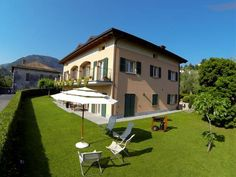 Villa dei Fiori Bellagio Located 700 metres from Ferry Terminal in Bellagio, this apartment features a terrace and a garden. Guests benefit from free WiFi and private parking available on site.