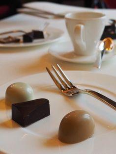 Nespresso Gourmet Weeks at the Dolder with Heiko Nieder Swiss Chocolate, Fine Dining, Wine Recipes, Nespresso, Panna Cotta, Restaurants, Tableware, Board, Ethnic Recipes