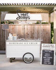 Mouthwatering Ways to Serve Ice Cream at Your Wedding sweet scoops homemade ice cream cart Ice Cream Stand, Ice Cream Cart, Ice Cream Parlor, Ice Cream Shops, Food Cart Design, Food Truck Design, Martha Stewart Weddings, Gelato, Frio Rico