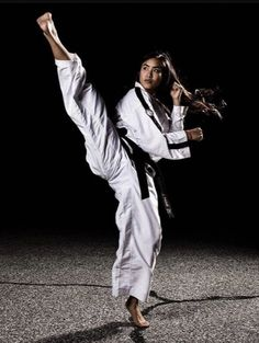 This Content For Yourself If You Like martial arts styles Korean Martial Arts, Best Martial Arts, Martial Arts Styles, Martial Arts Women, Mixed Martial Arts, Taekwondo Girl, Karate Girl, Karate Shotokan, Tough Woman
