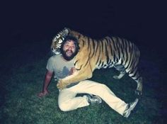 click the pic for more! Zach Galifianakis with tiger from Hangover, funny Funny Movies, Great Movies, Funniest Movies, I Know This Girl, Le Vent Se Leve, The Maxx, Zach Galifianakis, Comedy, Tiger Love
