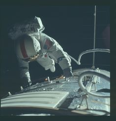 NASA just released thousands of unseen photos from the Apollo missions : theCHIVE