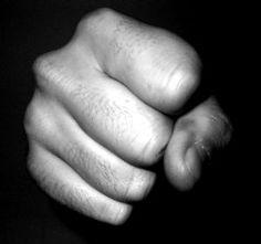NAGYKANÁLIS – Majoros Sándor regénye (8.) – Egy makulátlanul tiszta zsebkendő | Irodalmi Jelen Online