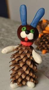 """Поделки из шишек и пластилина для детей. Много идей. Ежик из пластиковой бутылки и сосновых шишек. Поделки из природных материалов на тему """"Осень"""", """"Новый год""""."""