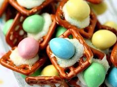 Peanut Butter Buttons - 100 Easy and Delicious Easter Treats and Desserts Easter Candy, Easter Treats, Easter Eggs, Hoppy Easter, Easter Snacks, Easter Food, Holiday Treats, Holiday Recipes, Holiday Foods