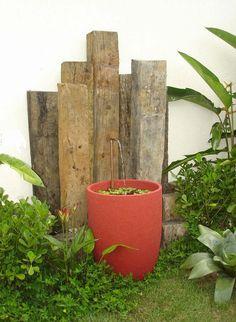 Fonte feita com vaso de jardim.  Fotografia: http://www.jeitodecasa.com