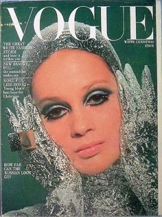 Vintage Fashion - Know your fashion history? Then test it out with this look at vintage Vogue magazine covers from the and Vogue Uk, Vogue Fashion, Fashion Models, Trendy Fashion, Fashion Goth, Vogue Magazine Covers, Fashion Magazine Cover, Fashion Cover, Vogue Vintage