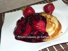 Les plats cuisinés de Esther B: Petites crêpes au babeurre, sauce aux bleuets et a...