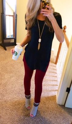 tunic top navy blue long necklace pendant necklace necklace skinny jeans peep toe heels bootie heels red blue curled hair Fall Winter Outfits, Holiday Outfits, Autumn Winter Fashion, Looks Street Style, Looks Style, My Style, Mode Outfits, Casual Outfits, Fashion Outfits