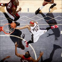 Vince Carter New Jersey Nets Shaquille O'Neal Udonis Haslem Miami Heat Brooklyn Basketball, I Love Basketball, Basketball Tricks, Basketball Pictures, Basketball Legends, Basketball Players, Michael Jordan, Mike Jordan, Slam Dunk