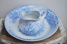 Antique Washing Set / French pitcher and wash basin /blue ceramic HAMAGE NORD Pattern JARDINIERE / Vase / bathroom decor / French Brocante par LaBourgognedeNath sur Etsy https://www.etsy.com/fr/listing/496753645/antique-washing-set-french-pitcher-and