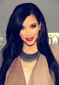Love Love Love everything, the hair, the makeup, those lips <3