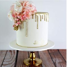 Non-Traditional Wedding Cakes – Drip Cakes - Caking it up Pretty Cakes, Cute Cakes, Beautiful Cakes, Amazing Cakes, Bolo Tumblr, Cake Inspiration, 60th Birthday Cakes, Birthday Cake Designs, 30th Birthday Cake For Women