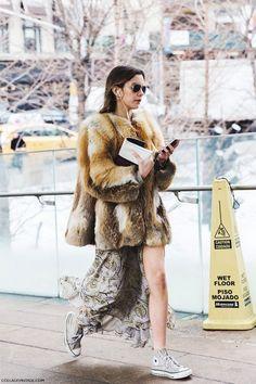 Nueva York es escenario de la extraña pareja: nieve y piernas al aire
