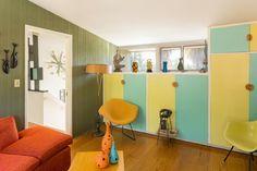 This three-bedroom, three-bathroom house designed by Paul Williams is a rare treat. Modern Architecture Design, Mid Century Living Room, Midcentury Modern, Modern Retro, Home Decor Inspiration, Home Interior Design, House Design, House Styles, Ontario