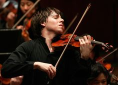 Joshua Bell    http://tipsforclassicalmusicians.com/2010/05/20/10-famous-violinists-alive-in-the-classical-music-world/