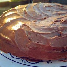 Gammeldags sjokoladekake- Tror jammen jeg tar to stykker av denne. Cheesecake Recipes, Dessert Recipes, Yummy Drinks, Yummy Food, Planet Cake, Norwegian Food, No Bake Snacks, Pavlova, Let Them Eat Cake