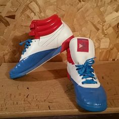 8198cf858123 RED WHITE AND BLUE REEBOK CLASSICS. These Reebok Classics have only been  worn a few