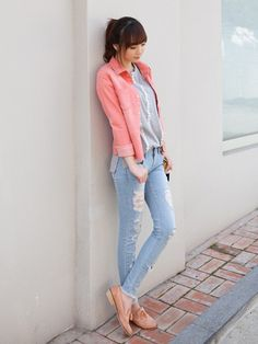 Very laid back and cute outfit with the pastel peach unbuttoned shirt, grey tee, and light blue jeans with flats.