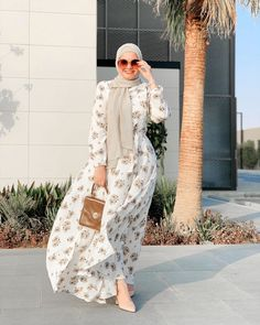 Modest Fashion Hijab, Stylish Hijab, Modern Hijab Fashion, Abaya Fashion, Modest Outfits, Fashion Pants, Fashion Drawing Dresses, Fashion Dresses, Hijab Style Tutorial