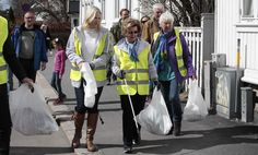 The queen and the crown princess picked garbage in the city of Sandefjord