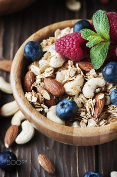 Homemade muesli with berry and nuts, selective focus Breakfast Around The World, Low Glycemic Diet, Lactose Free Diet, Ayurvedic Recipes, Food Wallpaper, Homemade Muesli, Diet And Nutrition, Healthy Drinks, Food Inspiration