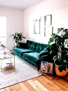 I love velvet furniture - and the colour of this sofa is absolutely beautiful. Boho Living Room, Living Room Sofa, Living Room Interior, Living Room Furniture, Living Room Decor, Living Room Vintage, Interior Livingroom, Living Room Inspiration, Home Decor Inspiration