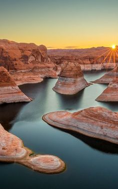 Kayak and Stand Up Paddleboard Lake Powell Arizona Road Trip, Arizona Travel, Dream Vacations, Vacation Spots, Oh The Places You'll Go, Places To Travel, Lake Powell Utah, Canyon Lake, Grand Canyon