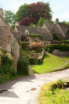 Jane Austen country is where you can get a glimpse of the decorous 18th- and early-19th-century society she described in Emma, Persuasion, Sense and Sensibility, and Pride and Prejudice. Click for a Jane Austen travel itinerary!