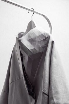 (WOLF&PAPER) Flexible Geometric Textiles with faceted surface textures - fashion design detail; fabric manipulationFlexible Geometric Textiles with faceted surface textures - fashion design detail; Fashion Details, Fashion Tips, Fashion Design, Fashion Trends, Trendy Fashion, Geometric Fashion, Inspiration Mode, Design Inspiration, Sculptural Fashion