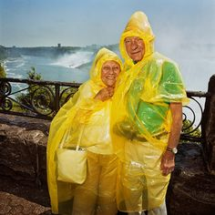 couple of tourists at niagara falls (canada, - photo roger minick Martin Parr, Color Photography, Film Photography, Street Photography, White Photography, Manado, Mystique, Famous Photographers, Photography Workshops