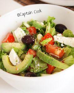 Berry Avocado Salad with Creamy Raspberry Poppyseed Dressing Ratatouille, Bbq Chicken Salad, Greek Salad Recipes, Dinner Salads, Caesar Salad, Salad Ingredients, Avocado Salad, Stuffed Peppers, Recipes