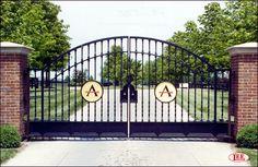 Horse Farm Entrance Gates and Barn Gates: Lucas Equine Equipment