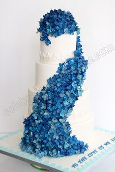 I want this many hydrangeas in this arrangement on my cake :)