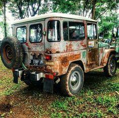 Rusty but trusty (FJ 40)