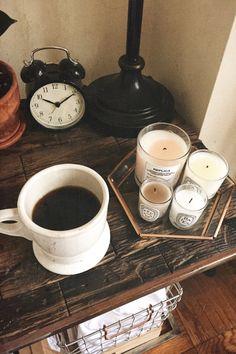 𝘾𝙖𝙛𝙚𝙖𝙪𝙖 este pregătită 🍮 Brown Aesthetic, Liquid Gold, V60 Coffee, Coffee Maker, Sweet Home, Relax, Perfume, Prada, Guys